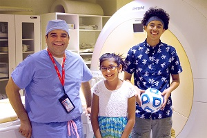 Karun Sharma and two youths with MRI machine